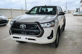 Toyota Hilux 2.4L 4x2 AT
