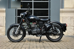 Royal Enfield Classic Stealth Black 500 2018