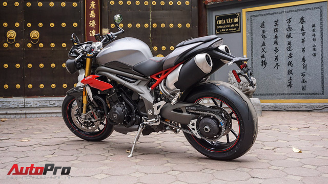 Triumph Speed Triple 1050 R