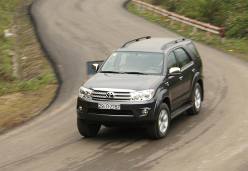 Pajero Sport - Everest - Fortuner:SUV nào cho bạn?
